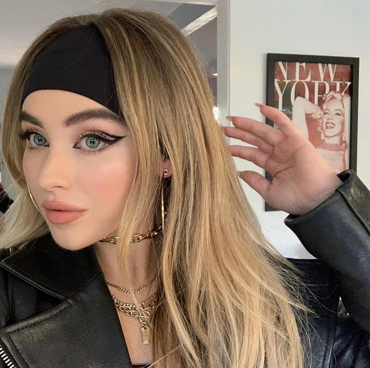 """Photo of Jill Powell on Instagram: """"#fbf to #Coachella last weekend … The #graphicliner needed another moment … I love it when I can play with @sabrinacarpenter and her …"""""""