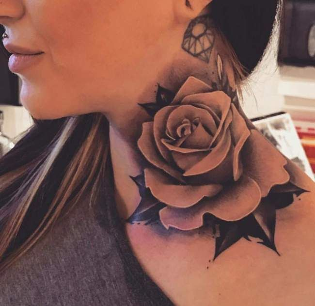 tatouage de femme : tatouage rose réaliste sur nuque ! | tatouage