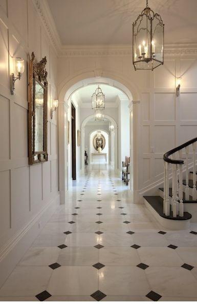 schwarz-weißer Marmorboden mit weißen Wänden un... - #Marmorboden #mit #schwarzweißer #wanden #weißen #whitewalls #whitemarbleflooring