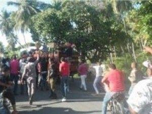 Saquean camión del Plan Social cargado de cajas navideñas en Barahona