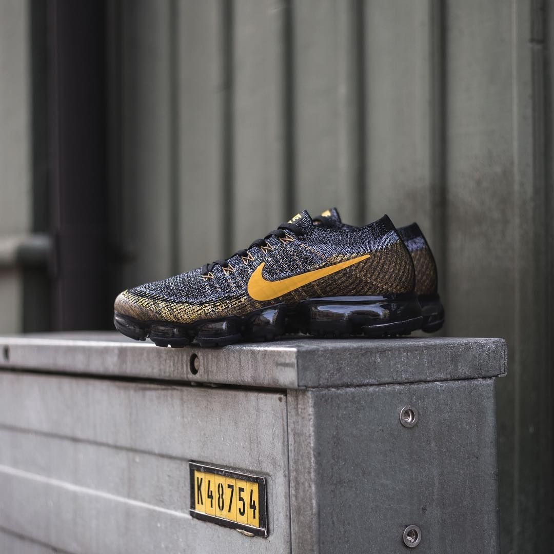 Nike Air VaporMax Flyknit Black / Grey / Mineral Gold • 849558-021