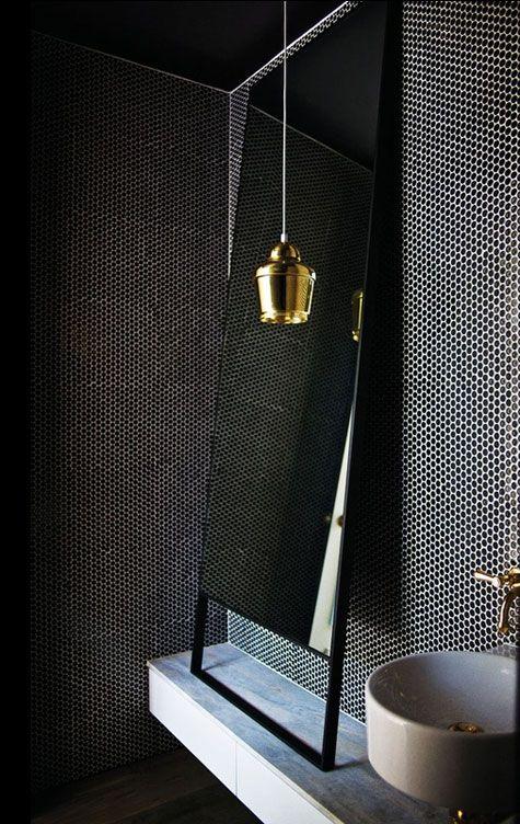Black penny round tiles.   Bathroom   Pinterest   Desirer, Éviers et ...