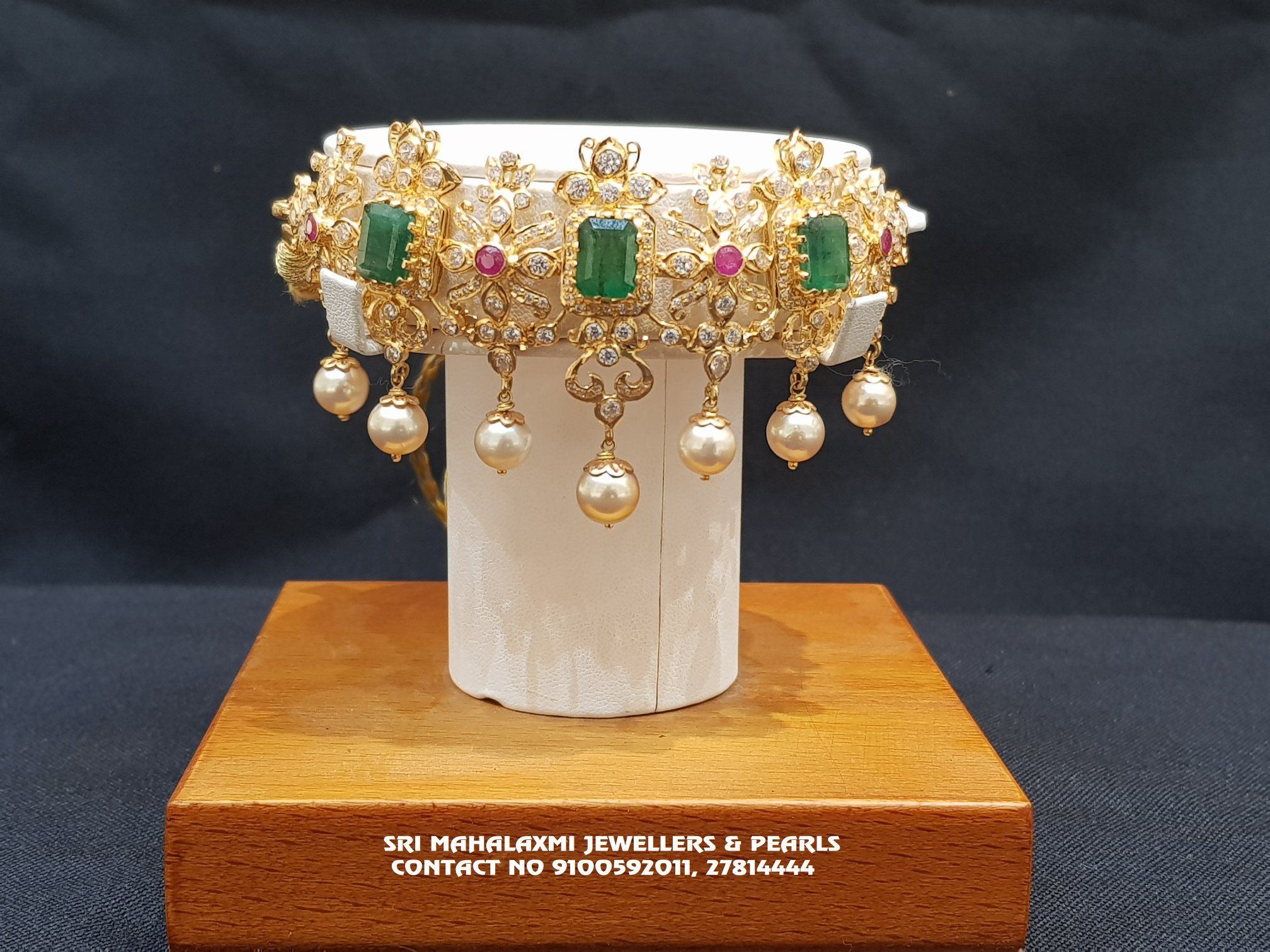 Dandapatti cum Choker necklace studded with Square shape Emeralds