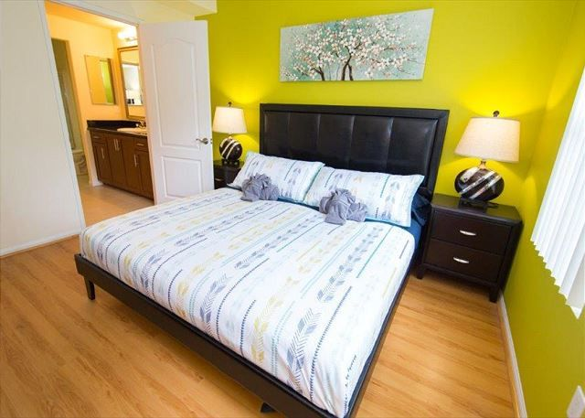 Two Bedroom Los Angeles Vacation Apartment LALUX-2J # ...