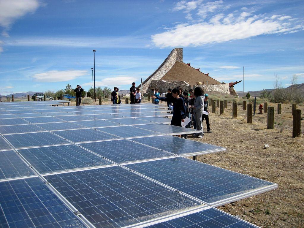 Solar Energy Technologies Making A Choice To Go Environmentally Friendly By Convertin Advantages Of Solar Energy Renewable Solar
