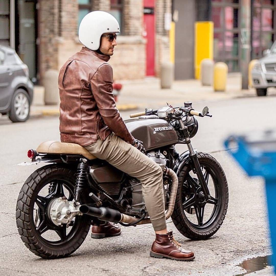 85 vind-ik-leuks, 1 reacties - Cafe Racer Lovers (@caferacerlovers) op Instagram: 'Charm, style, perfect line… This grey CX500 from Honda is a bike with class. Amazing shot taken…'