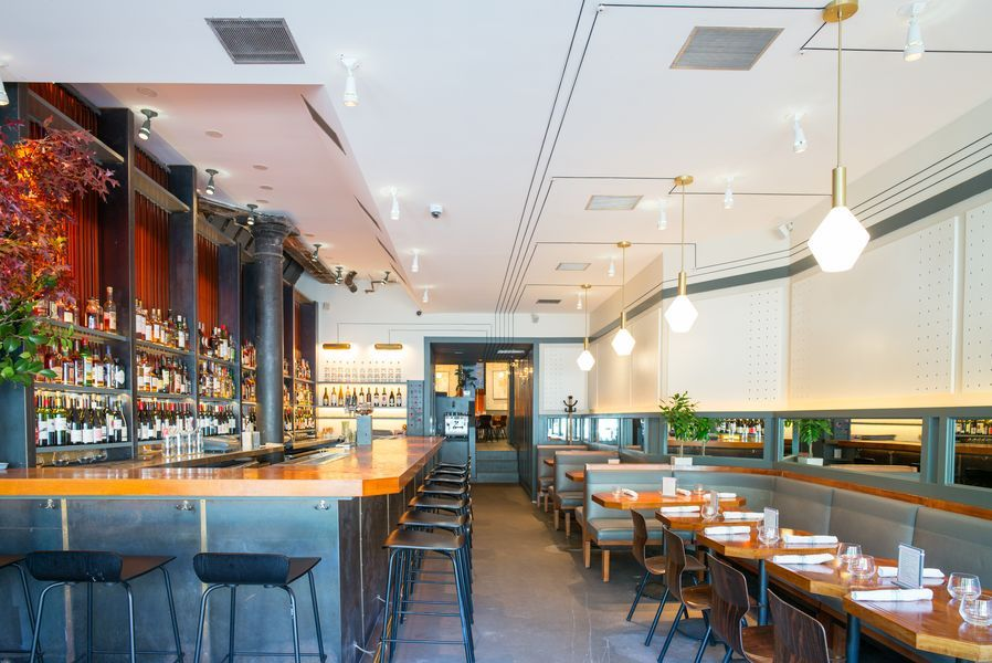 Say Hello To Quality Eats A Casual Steakhouse On Greenwich Ave Manhattan Restaurants Restaurant New York Dining Room Cozy