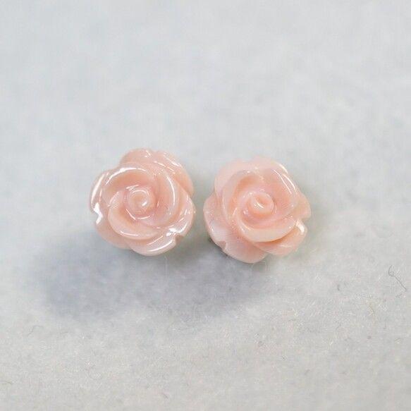 (1点もの)クイーンコンクシェルの薔薇ピアス(8mm・チタンポスト)