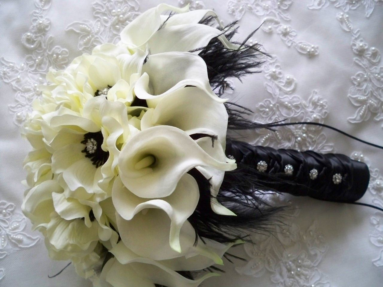 Package Realtouch White Calla Lilies And Cream White Silk Anemones