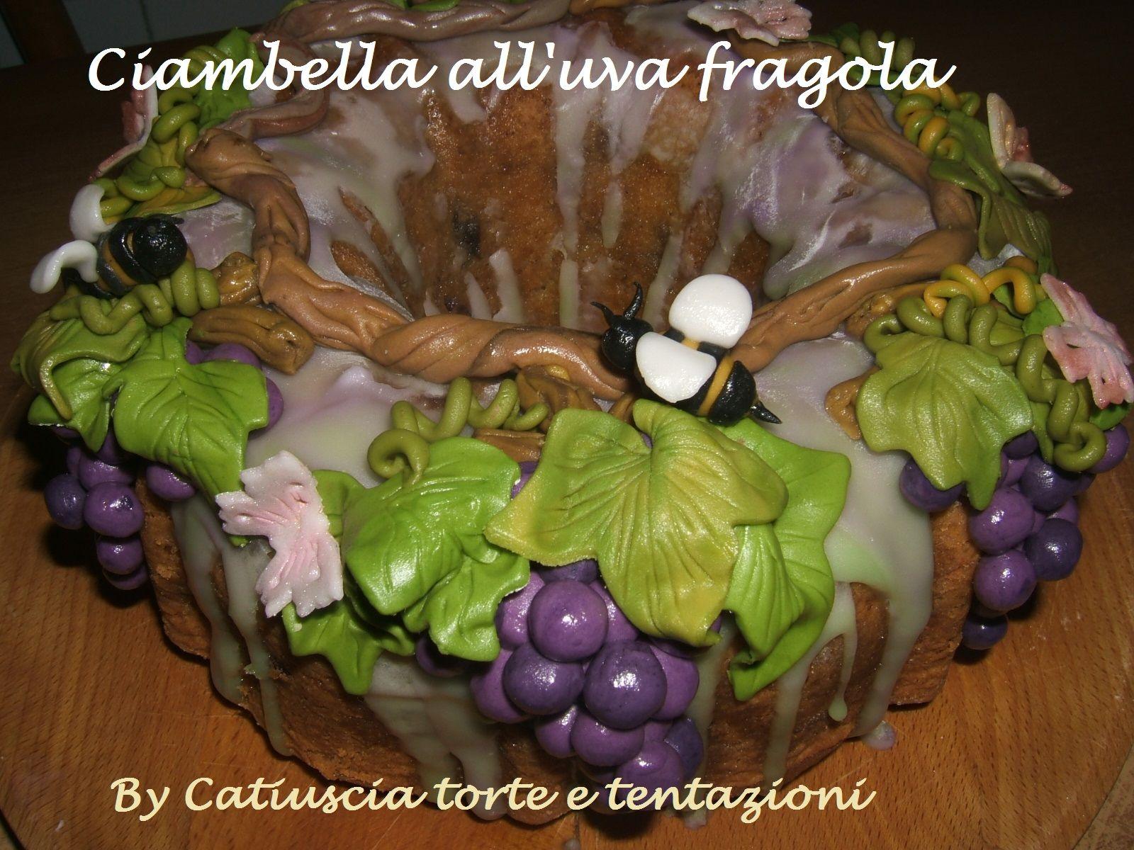 Ciambella all'uva fragola. Donut strawberry grapes.Roma.  http://www.tortegolose.com/#!torte-speciali/c1uqm