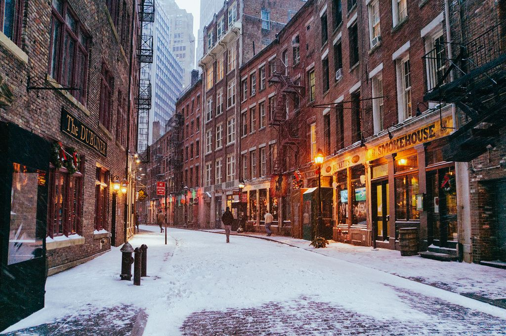 Stone Street New York City S First Paved Street In The Snow Stone Street Nyc New York Snow Stone Street