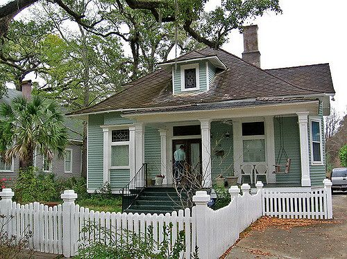 Craftsmanstyle House And Picket Fence Mobile Alabama Rehab - Craftsman home rehabilitation in houston