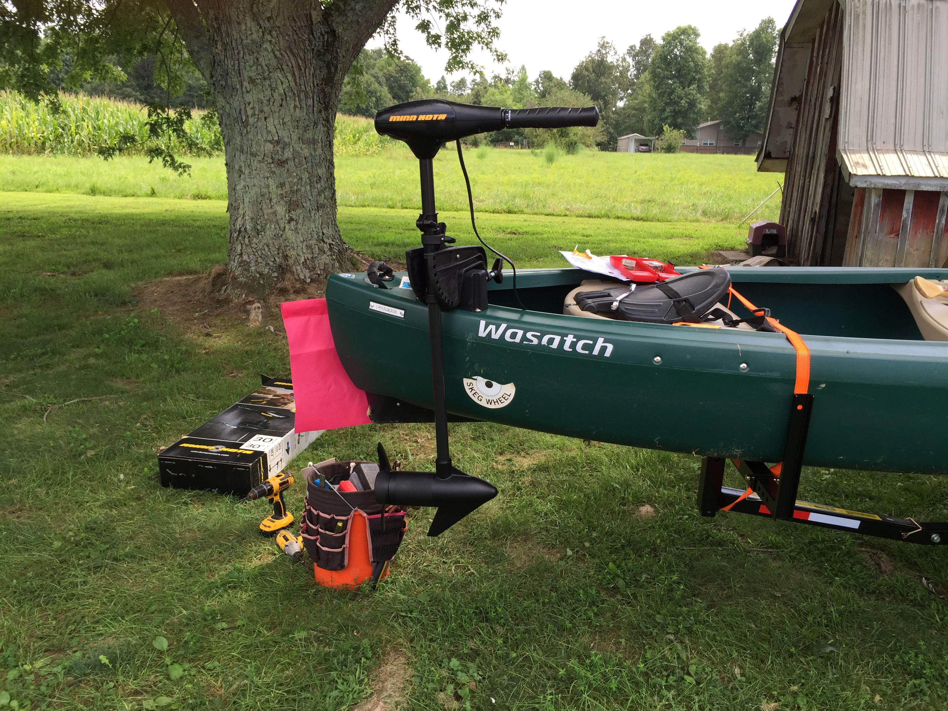Mounted trolling motor on the mount provided with emotion for Fishing kayak with trolling motor