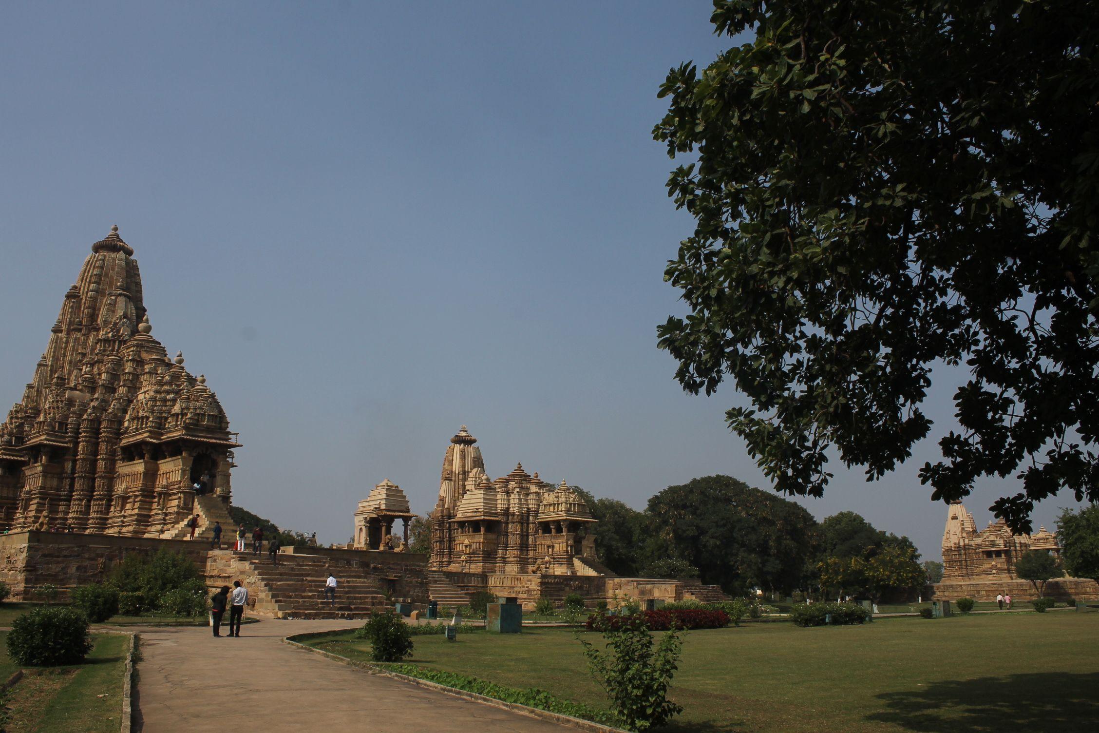 Tres de los 11 templos del recinto