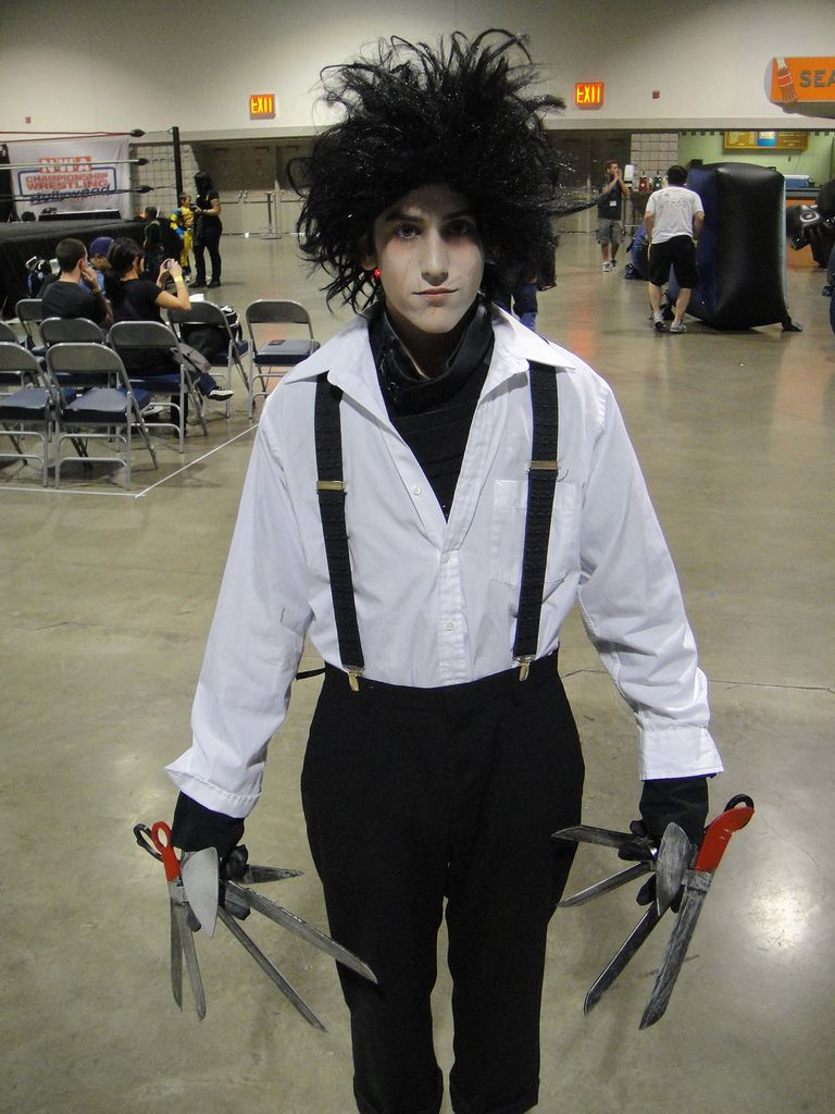 Make An Edward Scissorhands Costume With Images Mens Halloween Costumes Best Mens Halloween Costumes Edward Scissorhands Costume