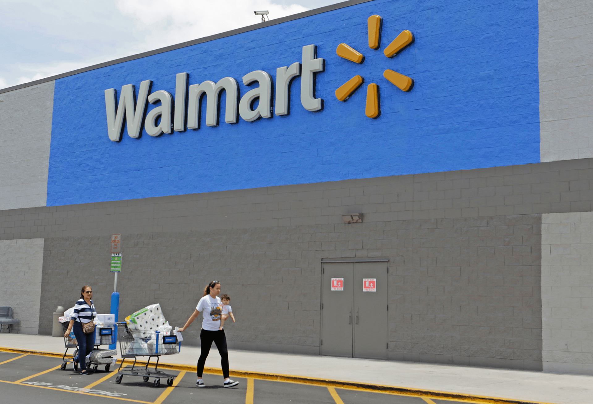Walmart sees strong online sales lift thirdquarter