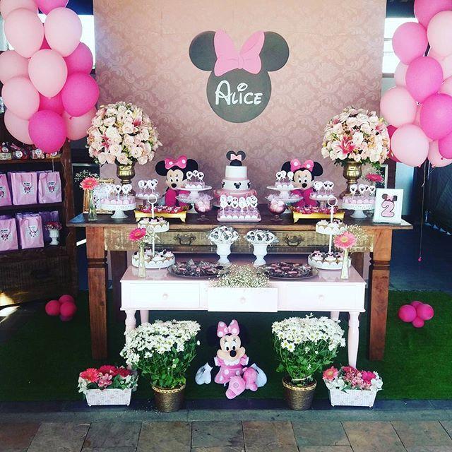 Parabéns Alice que papai do céu de abençoe sempre!  Hoje tivemos Minnie rosa para comemorar 2 aninhos da Alice. #decoração #decoraçãoinfantil #minnierosa #cintiavigoritofestaspersonalizadas