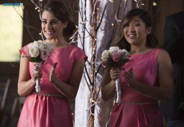 #Glee 6x08 A Wedding - Rachel and Tina are bridesmaids