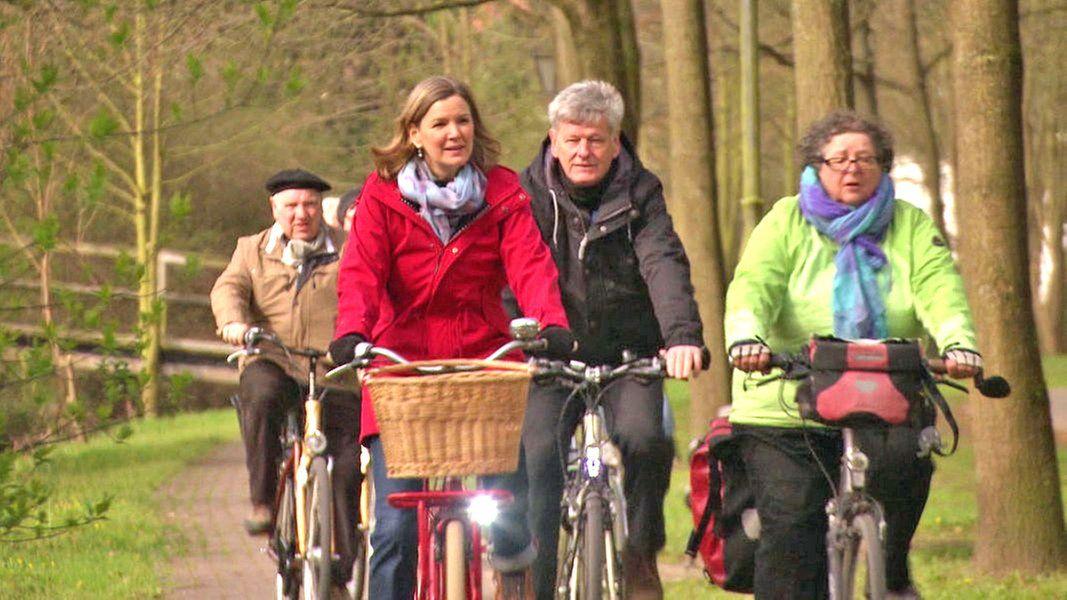 Die Radfahrer Des Adfc Fahren Zusammen Mit Heike Gotz Von Burgdorf Nach Celle In 2021