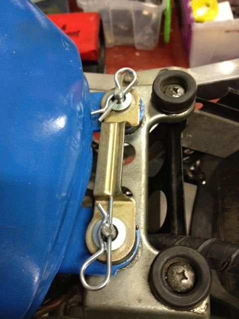Home made quick release for '95 GSXR   1995 GSXR 750 Project Track