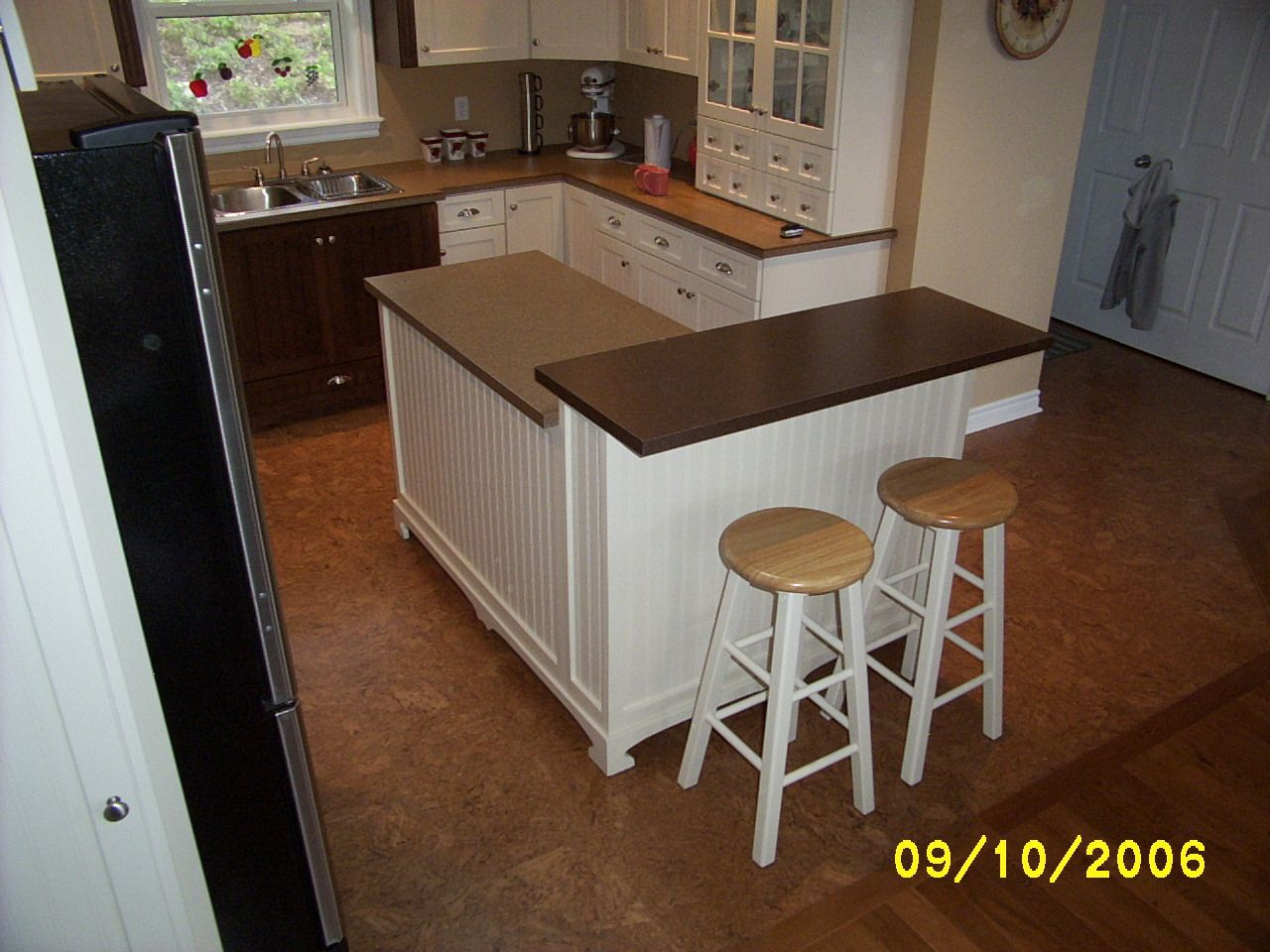 Seating diy with kitchen island homemade kitchen island for Kitchen island with seating