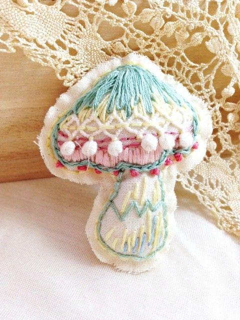 きのこブローチ 刺繍 図案 フェルトクラフト 手芸刺繍