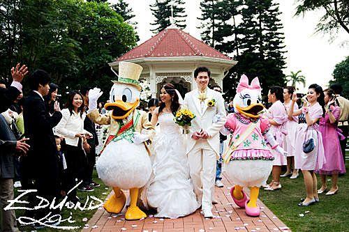donald duck and daisy duck hong kong disneyland wedding carman larry magical