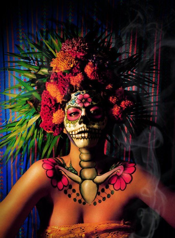 Dia De Los Muertos Body Art Though This Page Is In Spanish And Isn T Quite A Tutorial It Still Sh Sugar Skull Makeup Day Of The Dead Art Dark Beauty Magazine