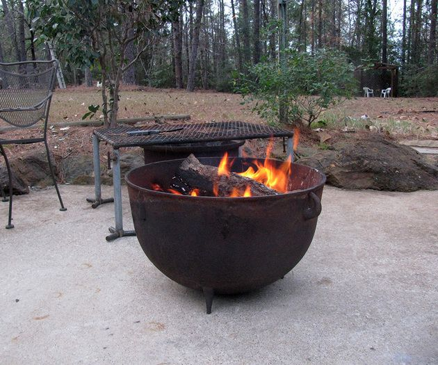 35 Metal Fire Pit Designs And Outdoor Setting Ideas Iron
