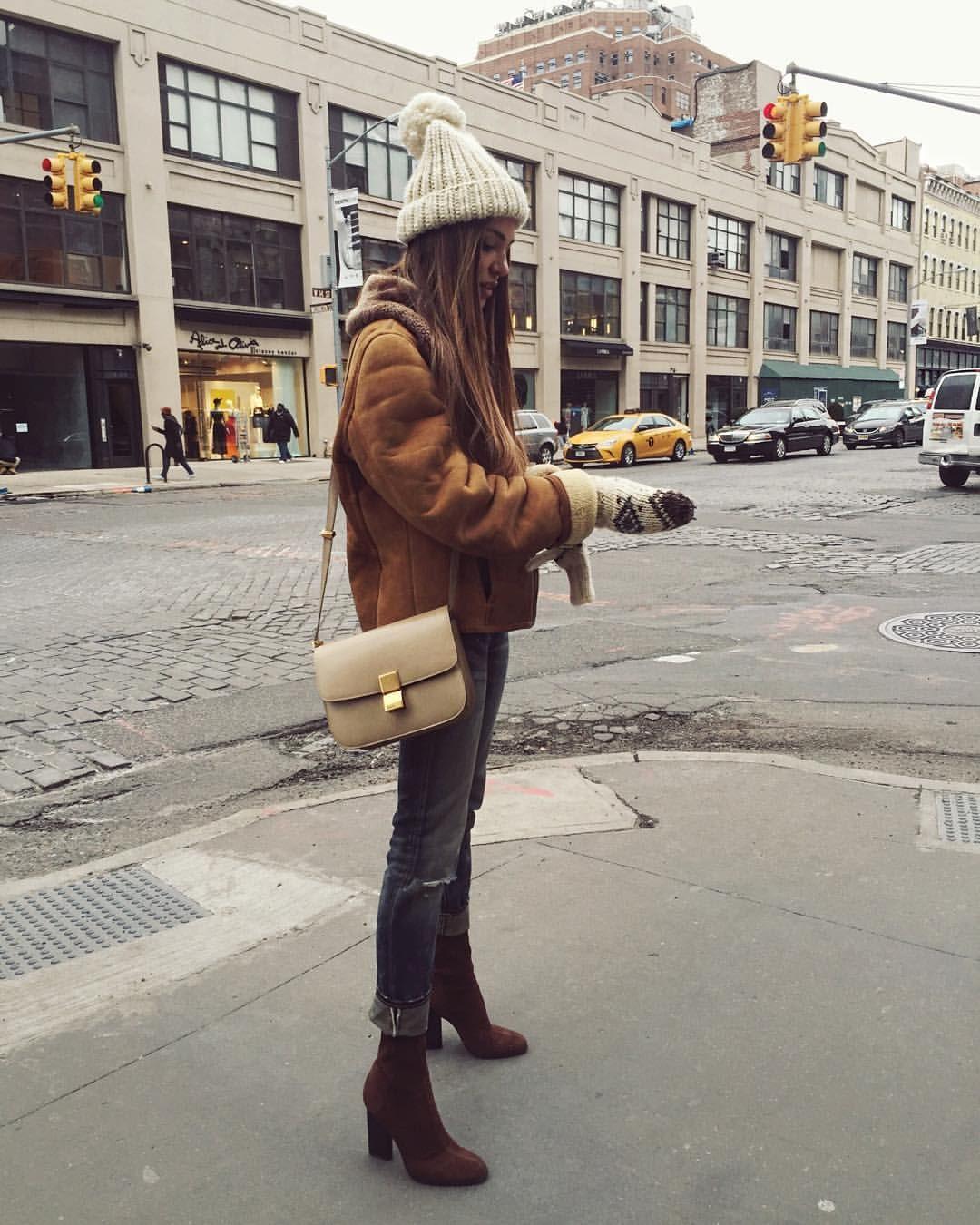Keeping warm. | I wish I had that .... | Fashion, Winter ...