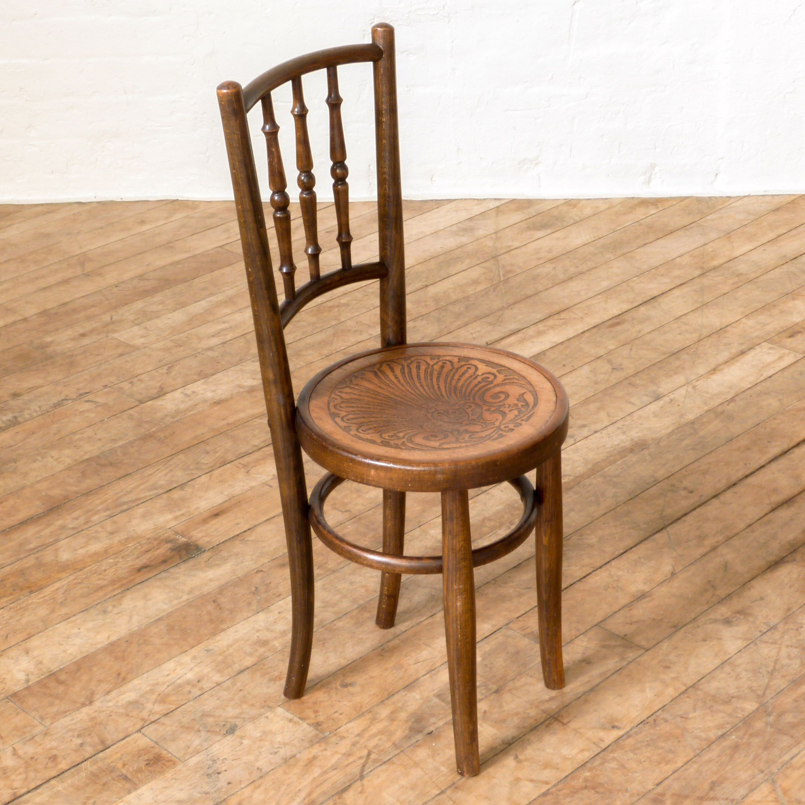 Muebles Fischel - An Attractive High Back Child S Bentwood Chair This Mid Sized [mjhdah]https://i.pinimg.com/originals/0d/3c/0a/0d3c0a9e8089f3d56cbb9b3952500d53.jpg