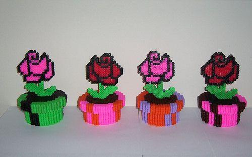 Rosas en maceteros en 3D realizadas con hama beads