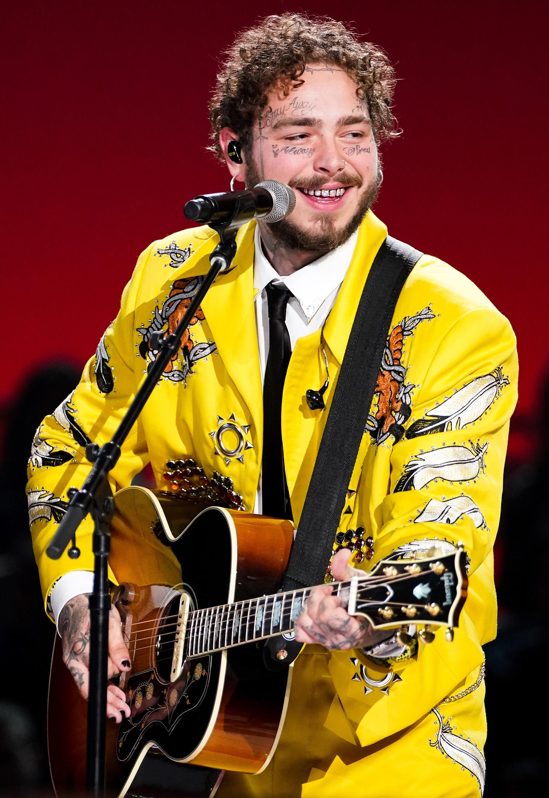 Post Malone Wears Sparkly Star-Covered Pink Suit to the 2019 Grammys: All About His Look #postmalonewallpaper