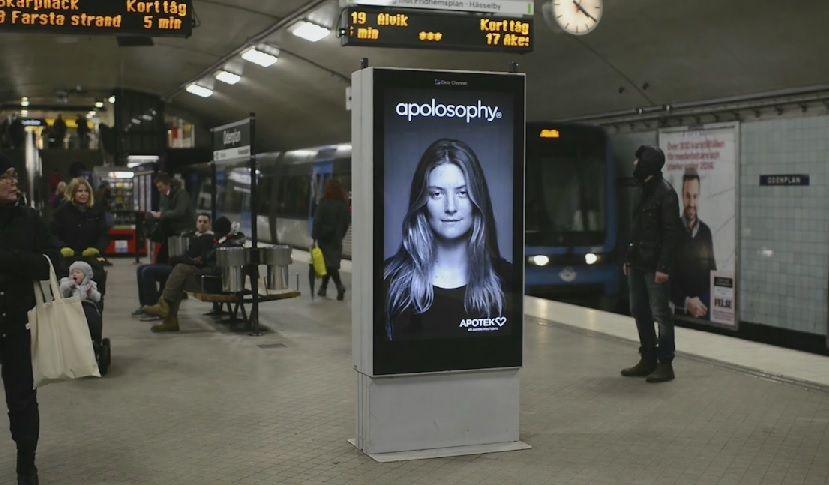 Plakat-Werbung reagiert auf ankommende U-Bahnen in Stockholm