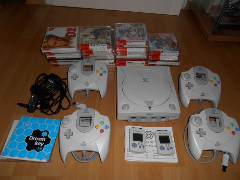 Sega Dreamcast Console Multinorm Region Free  #retrogaming #HotDC  with 4 controllers 2 VMUs and 29 JPN games: Sonic Adventure 1 and 2 Evolution 1 and 2 Jet Set Radio Crazy Taxi 1 and 2 etc. Auction from Germany.
