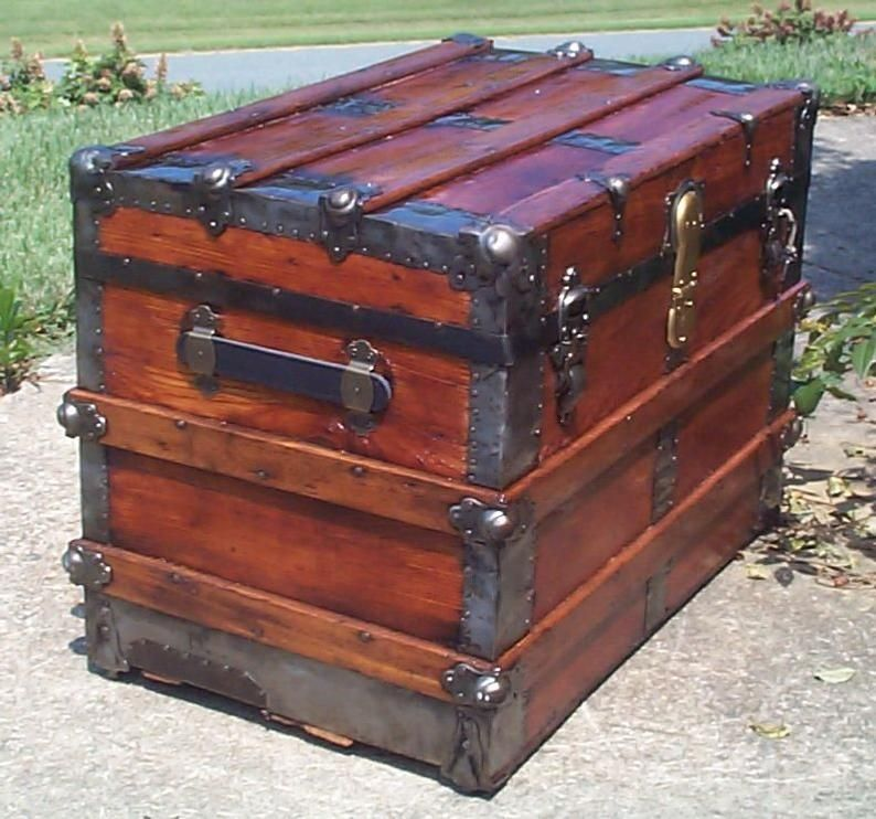 Antique Steamer Trunk These Antique Trunks Were Typically Used By Travelling Theater And Circus Groups Which Went Antique Steamer Trunk Antique Trunk Antiques