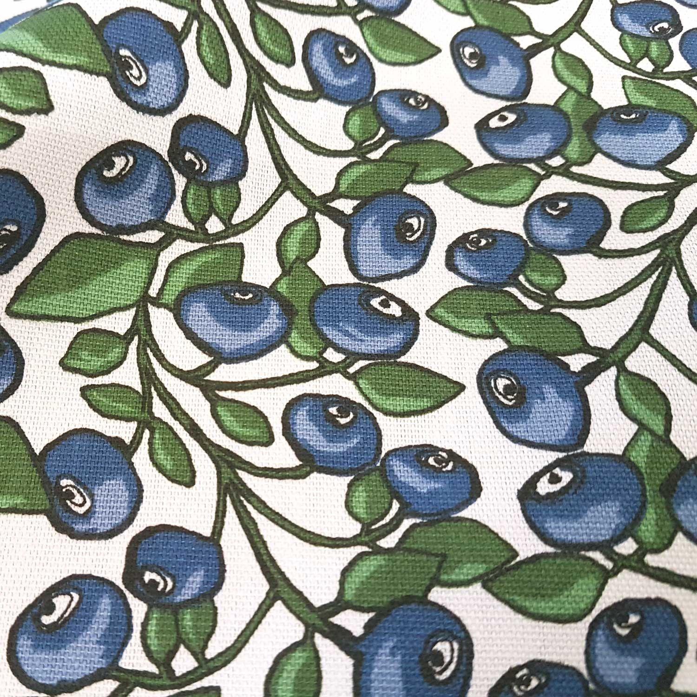 Stoff Meterware Baumwolle Schweden Blaubeeren Weiss Blau