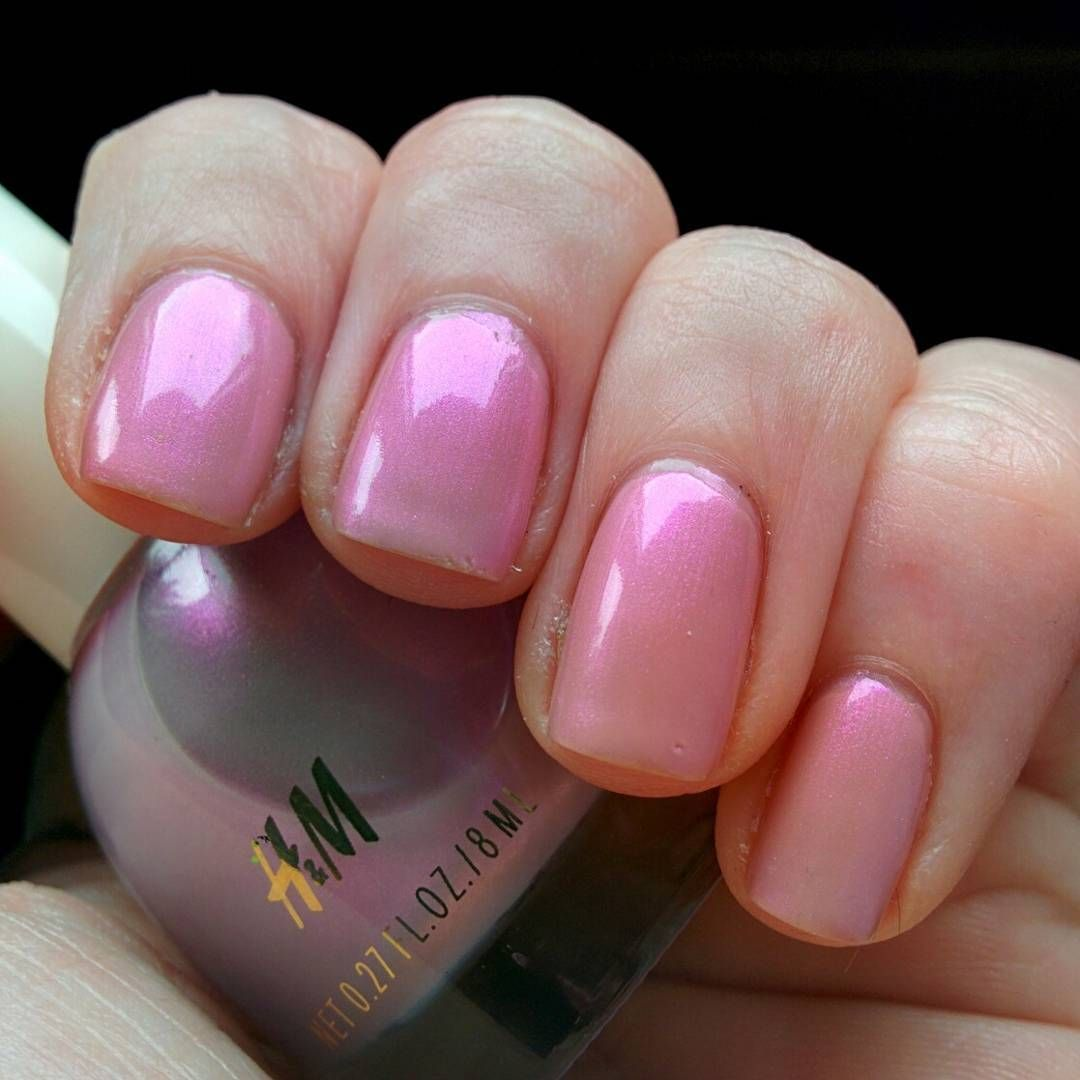 H&M Chalky Pink (two coats), topped with H&M Dewy Rose. Quite pretty ...