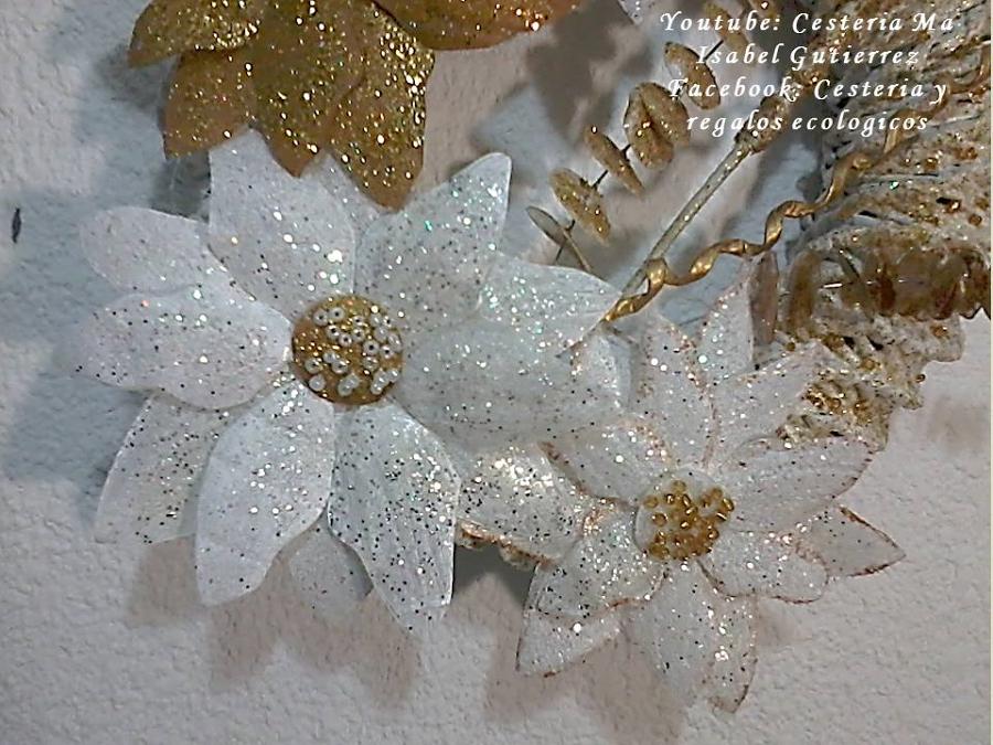 C mo hacer una cortina navide a con flores de pl stico - Flores de plastico ...
