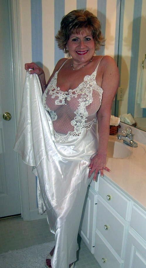 Chubby mature blonde cougar