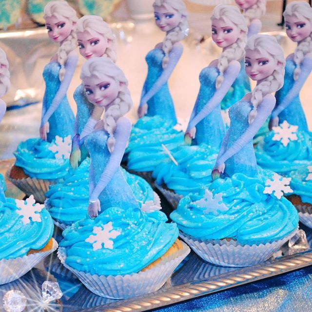 frozen cupcakes die eisk nigin elsa birthday party geburtstag muffins. Black Bedroom Furniture Sets. Home Design Ideas