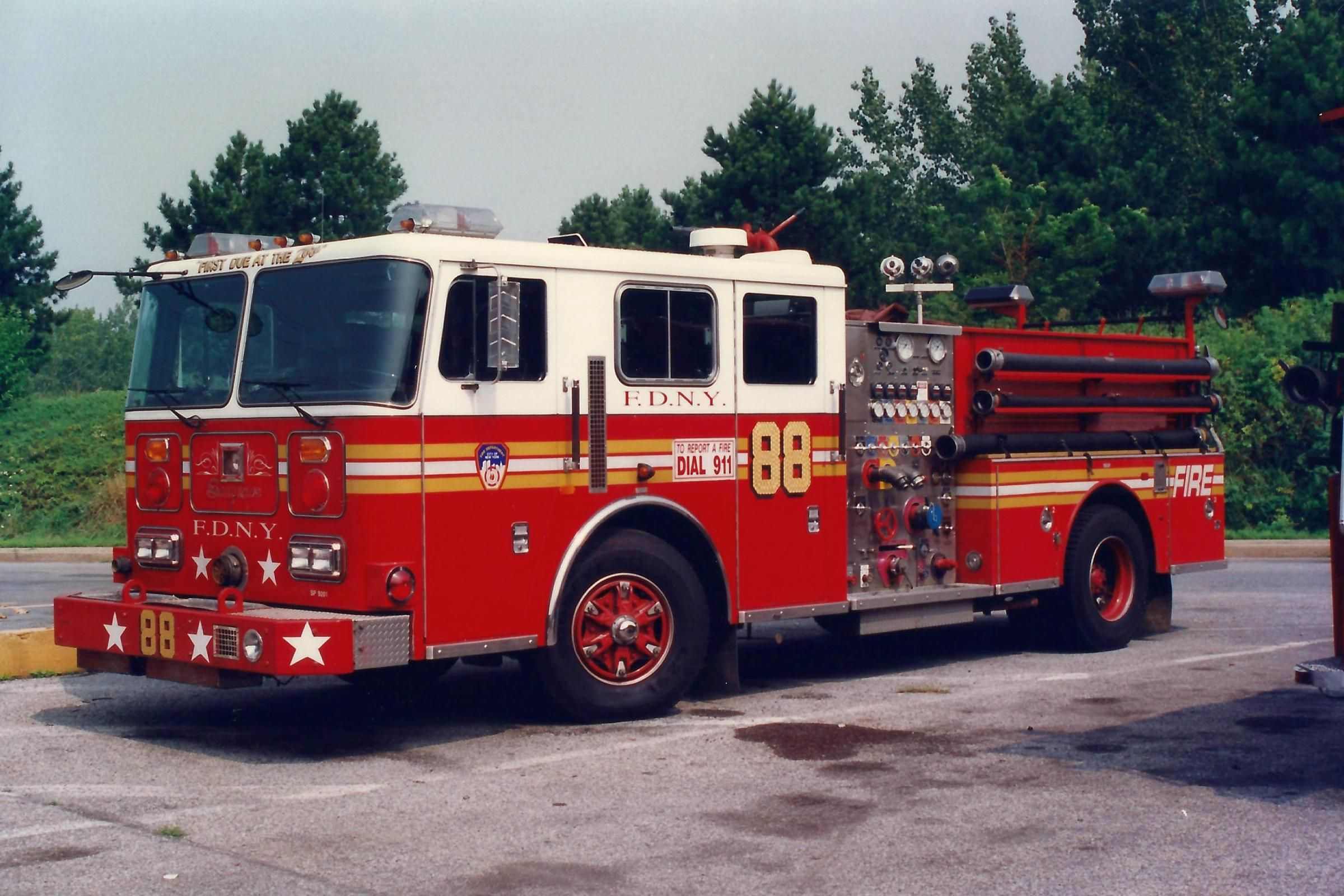 FDNY Engine 88 ~ 1997 Seagrave 1000/500 Pumper.