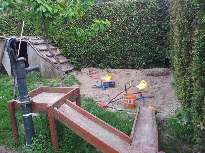 Sandkuhle Statt Sandkasten? - Wirtschaftstrakt - Das Rabendorf ... Sandkasten Selber Bauen Ideen Tipps Garten Kinder Spiel
