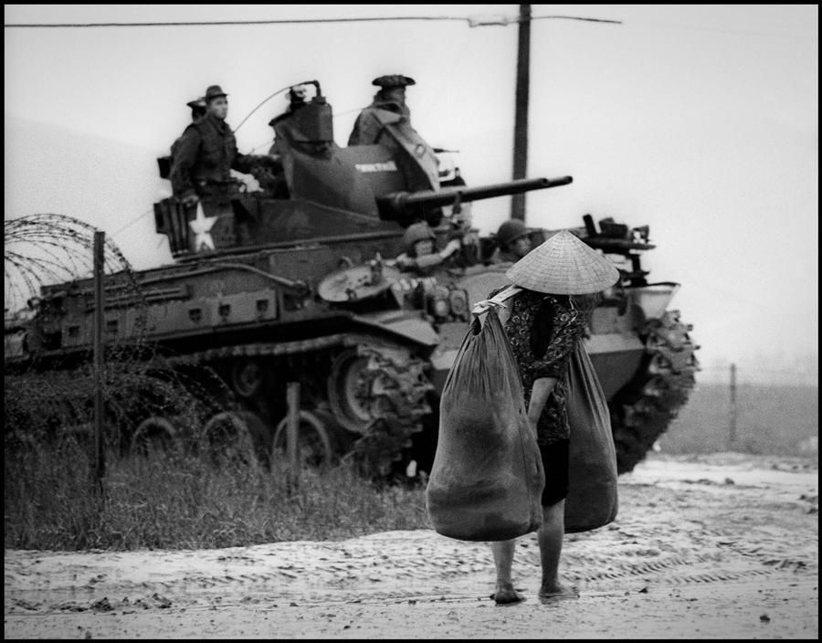 by Philip Jones Griffiths - VIETNAM -The battle for the Cities. U.S. Marines. 1968 Magnum Photos Photographer Portfolio