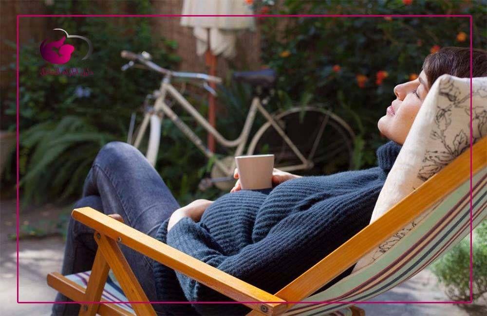 متي ينزل دم تثبيت الحمل الفرق بين دم التثبيت ودم الدورة الشهرية Https Ift Tt 2xl5paj In 2020 Deck Chairs Relax Pregnant Women