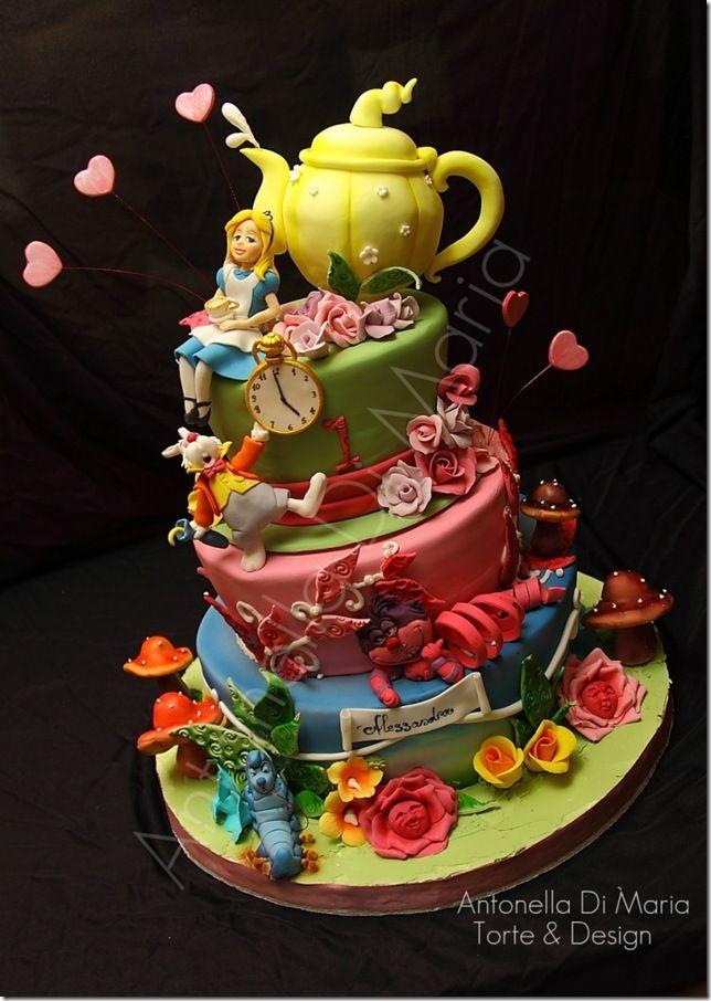 Topsy Turvy Alice In Wonderland Cake Alice In Wonderland Cakes