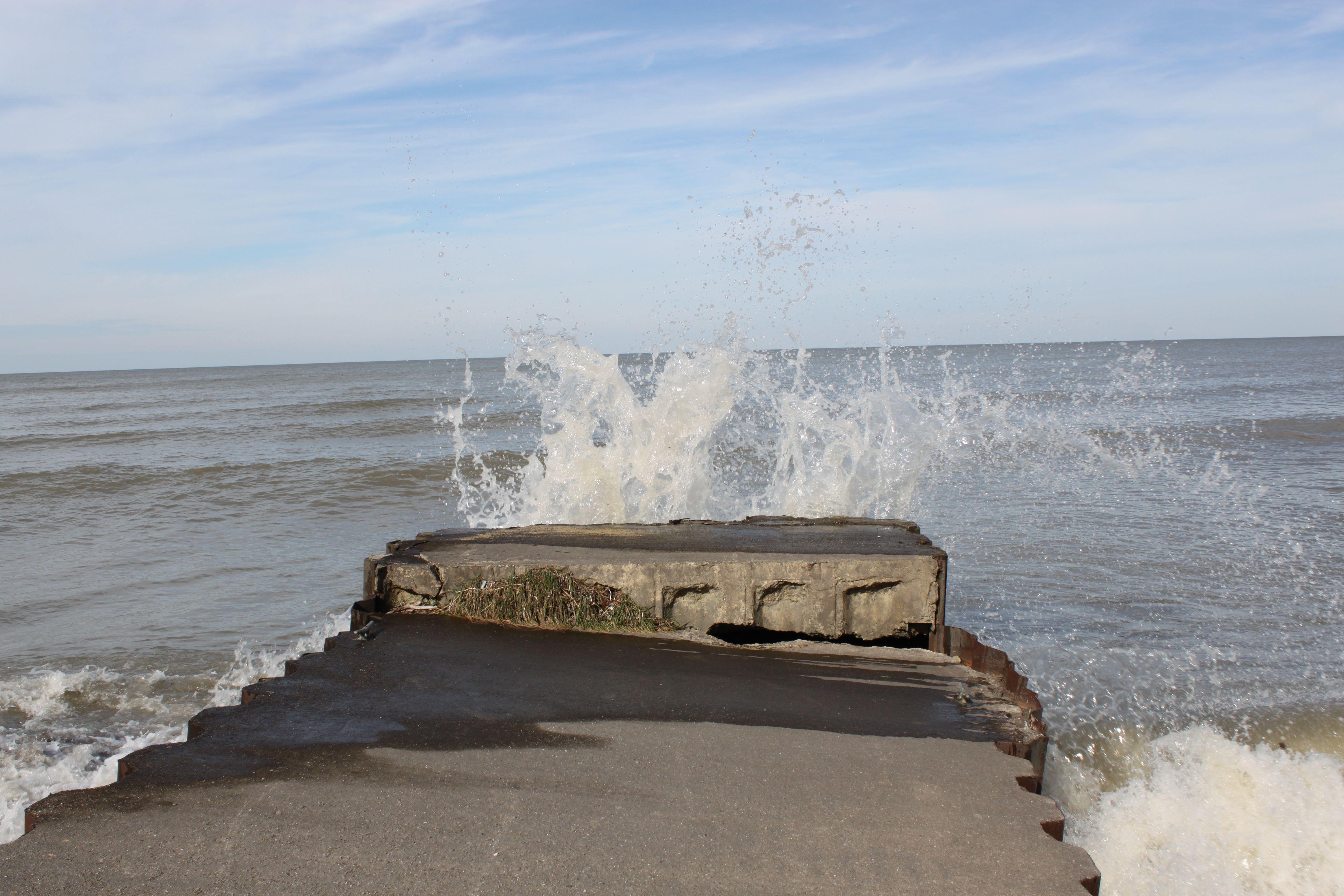 water crashing on pier