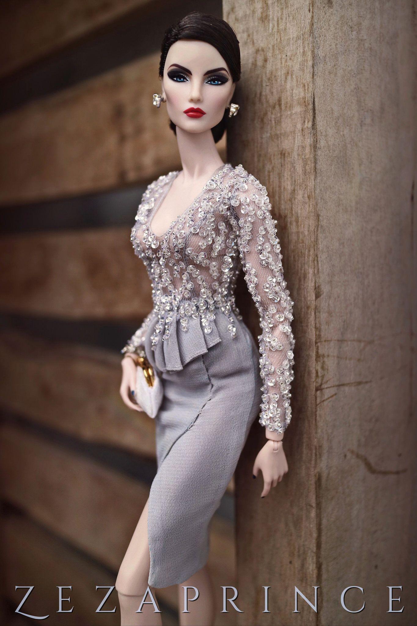 Untitled | Abendmode, Barbie und Figuren