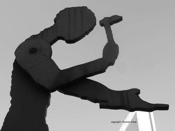 Fotografie, schwarz und weiß, Hammering Man, Frankfurt am Main, Kunstwerk von Jonathan Borofsky, Hochglanz, Premium-Papier, signiert