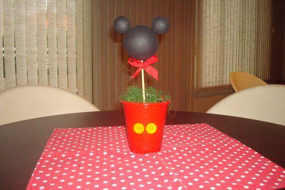 Lindo centro de mesa para festas tema Mickey ou Minnie.  Fazemos todos os temas.    Para São Paulo - Capital, disponível também para locação.